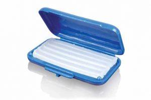 wosk ortodontyczny w niebieskim pudełku